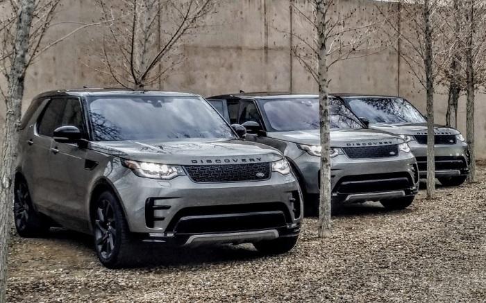Британский внедорожник Land Rover Discovery 2017 года. | Фото: cheatsheet.com.
