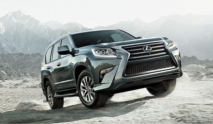 Несмотря на очевидное сходство с Toyota 4Runner, Lexus GX предлагает водителю совершенно иное понимание роскоши. | Фото: cheatsheet.com.