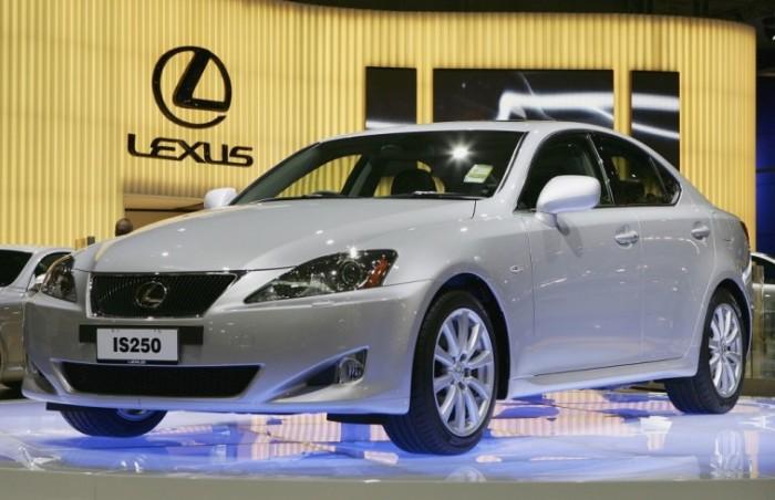 Lexus IS второго поколения выпускался с 2005 по 2013 гг. | Фото: cheatsheet.com.