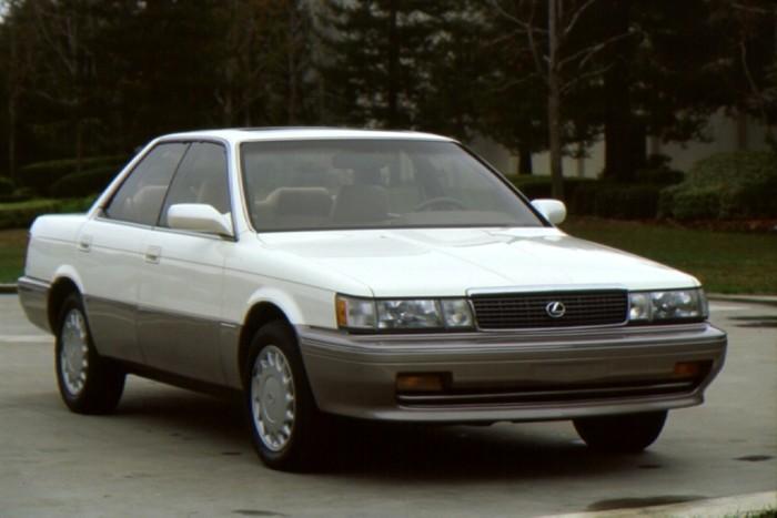 Lexus ES250 так и не стал успешной моделью престижной японской марки.