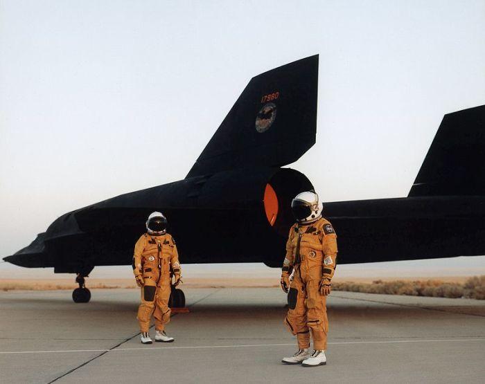 Пилоты Lockheed SR-71 Blackbird одеты в специальные высотные костюмы. | Фото: ru.wikipedia.org.