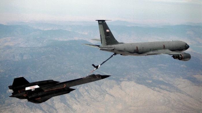 Дозаправка Lockheed SR-71 в воздухе. | Фото: tested.com.