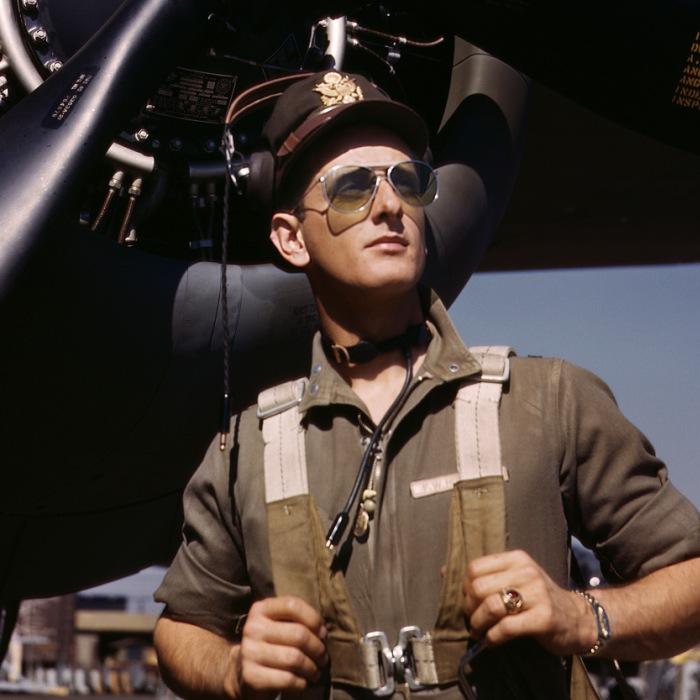 Лейтенант Майк Хантер, летчик ВВС США, 1942 год.
