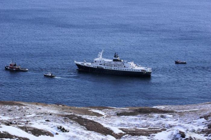 Круизный лайнер «Любовь Орлова» на буксире. | Фото: shipspotting.com.