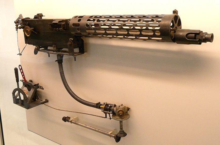 Немецкий авиационный пулемет MG 08/15 с синхронизатором стрельбы.