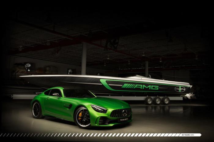 Спортивный автомобиль Mercedes-AMG GT R возле катера Marauder AMG.