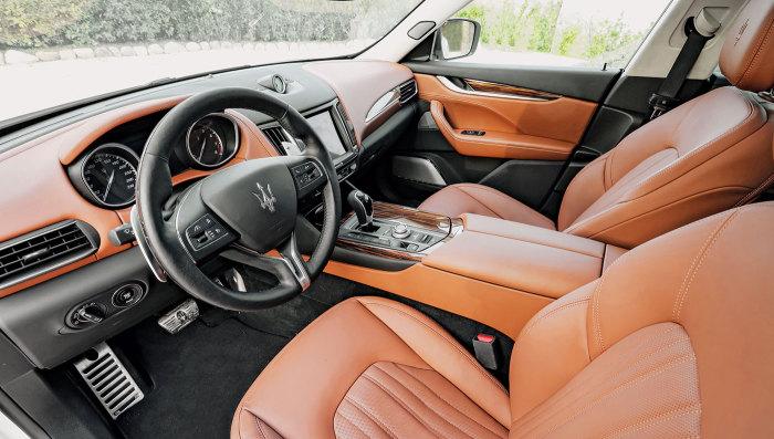 Комфортный кожаный салон – стандарт для Maserati.