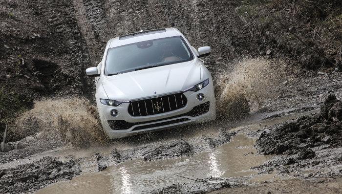 Maserati Levante все же способен ездить по грязи.