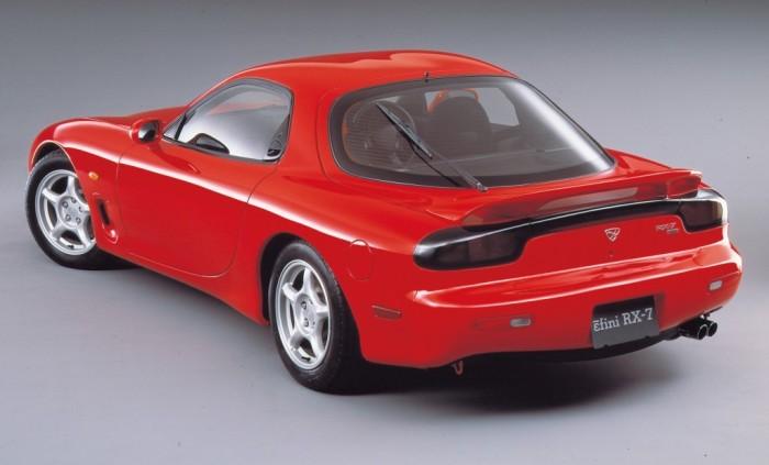 Японский спорткар Mazda RX-7.