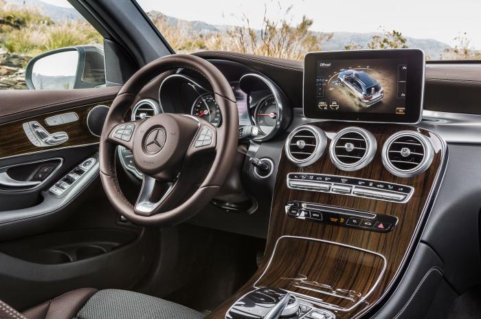 В салоне Mercedes-Benz GLC-Class 4Matic 2016 года.