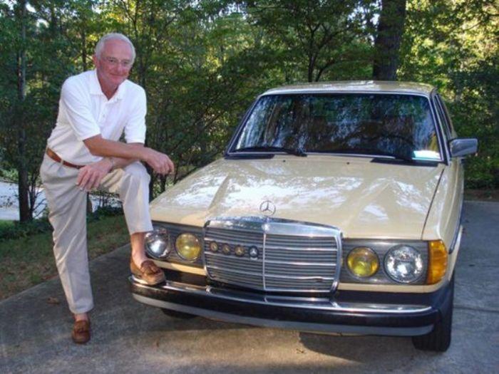 Пол Харман и его автомобиль-миллионщик Mercedes-Benz 240D.