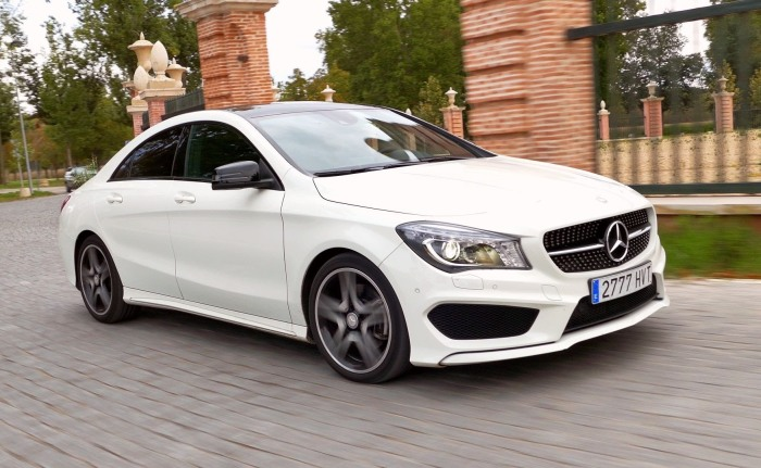 Mercedes-Benz CLA – и не седан, так как тесный, и не купе, так как слишком медленный. | Фото: youtube.com.