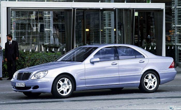 W220 – флагманская модель компании Mercedes-Benz в конце 1990-х годов. | Фото: avtorinok.ru.