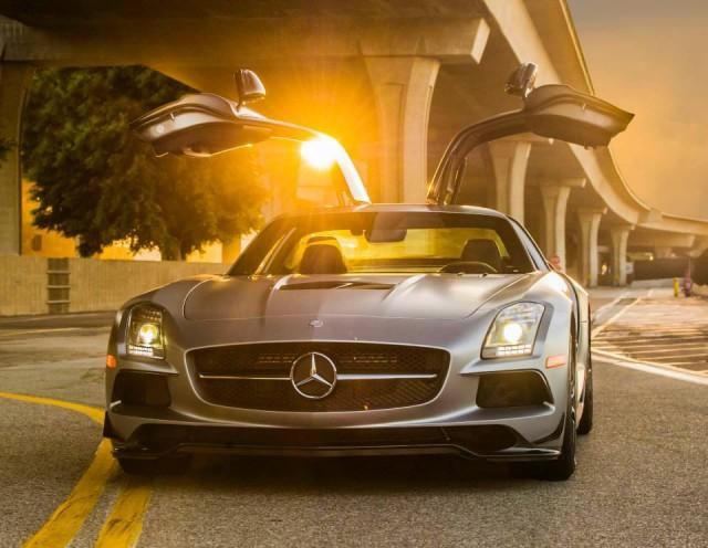 Спортивный Mercedes-Benz SLS AMG с «крыльями чайки».
