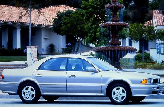 Mitsubishi Diamante - одна из первых премиумных моделей компании.