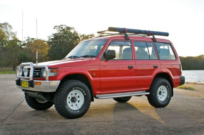 Популярный внедорожник 1980-х - Mitsubishi Pajero первого поколения.