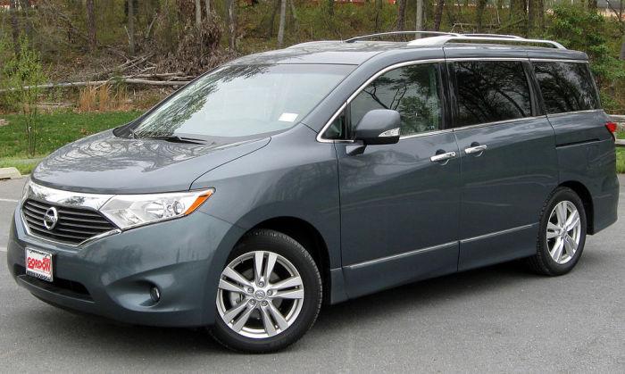 Минивэн Nissan Quest 2011 года.