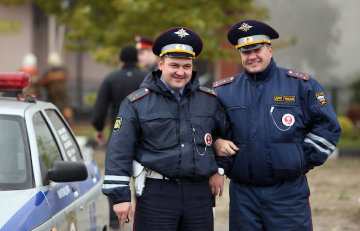 Инспектора ГИБДД – хорошие люди, просто у них такая работа. | Фото: vodi.su.