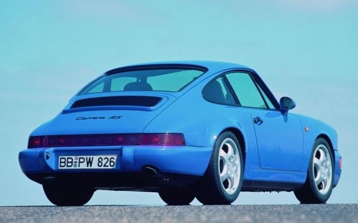Немецкий спортивный автомобиль Porsche 911 Carrera RS. | Фото: cheatsheet.com.