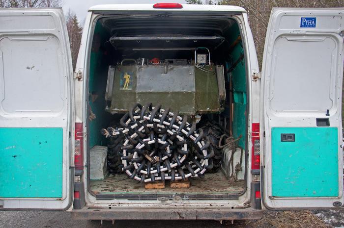 Со снятыми гусеницами и сложенной крышей PTZavr помещается в грузовой отсек Fiat Ducato. | Фото: drive2.ru.