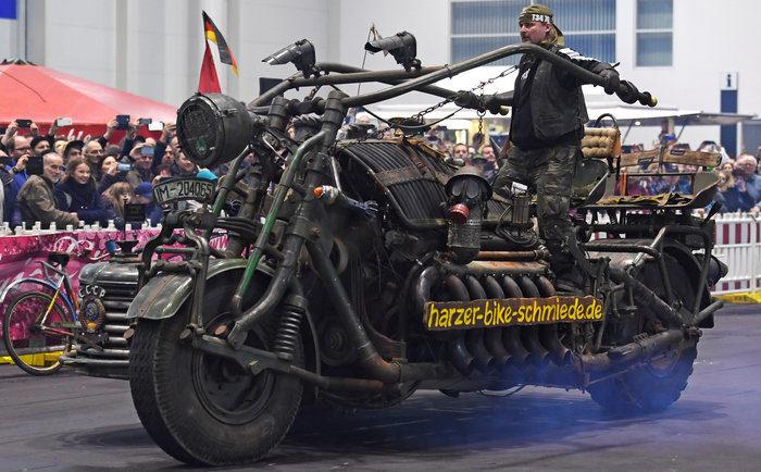 Самый тяжелый в мире мотоцикл с двигателем от танка.