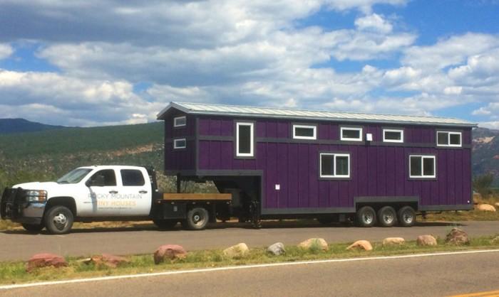 Американская фирма Rocky Mountain Tiny Houses строит удобные и роскошные дома на колесах. | Фото: inhabitat.com.