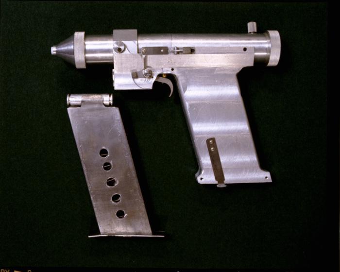 Лазерный пистолет, разработанный в СССР. | Фото: files.school-collection.edu.ru.