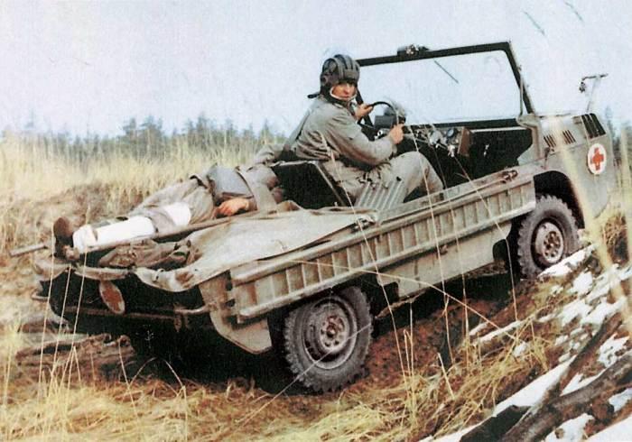 ЛуАЗ-967 рассчитан на перевозку двух раненых. | Фото: autocentre.ua.