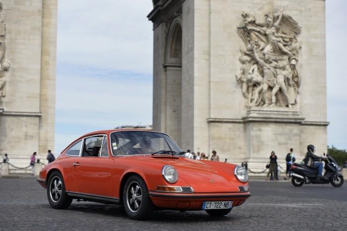 Спортивное немецкое купе Porsche 911 ранних серий.