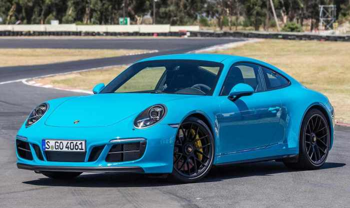 Спортивный автомобиль Porsche 911 Carrera GTS. | Фото: motortrend.com.