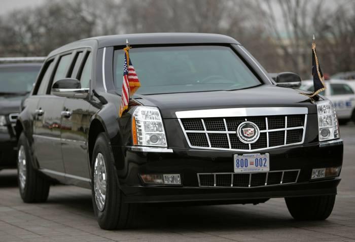Cadillac One - президентский лимузин Дональда Трампа. | Фото: cheatsheet.com.
