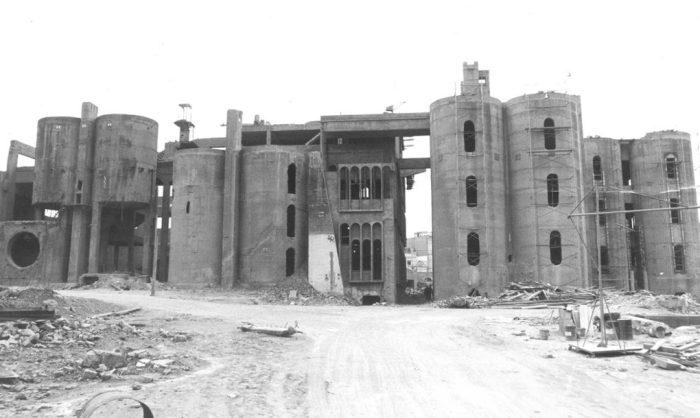 Вид заброшенного цементного завода до перестройки.
