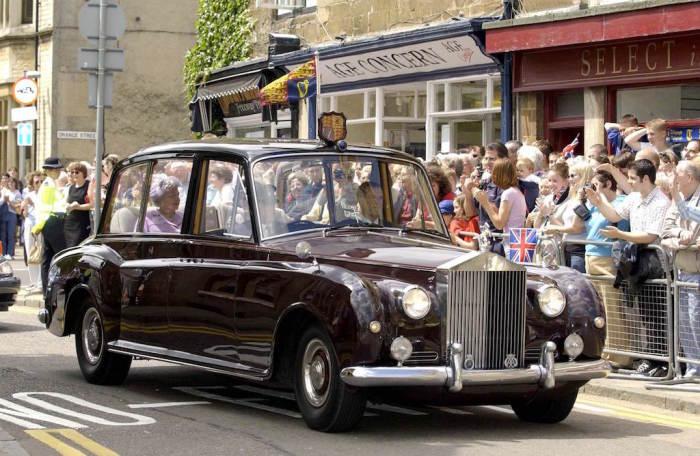 Королевский Rolls-Royce Phantom VI. | Фото: cheatsheet.com.