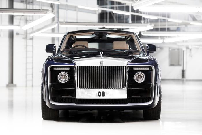 Монументальное величие передней части Rolls-Royce Sweptail.
