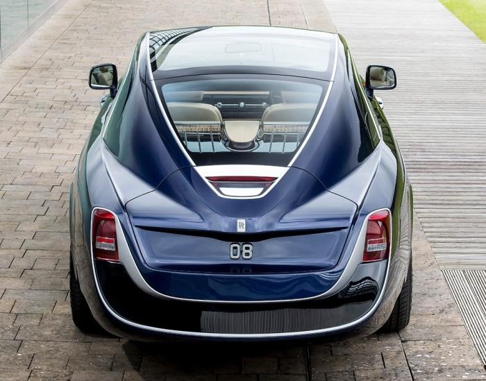 Цифры 08 впереди и сзади Rolls-Royce Sweptail – это британский регистрационный номер автомобиля.