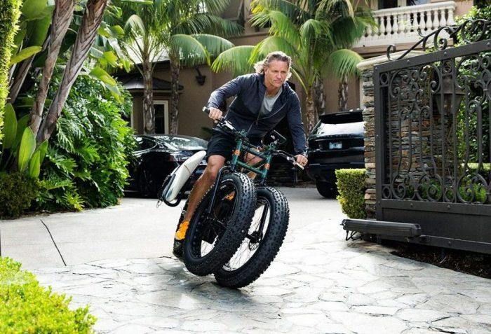 При крутых поворотах одно из передних колес Rungu отрывается от дороги. | Фото: oracleoftime.com.