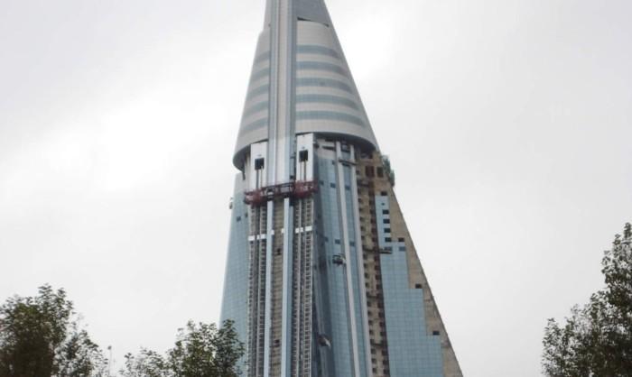 Элементы конструкции самой высокой гостиницы Северной Кореи.