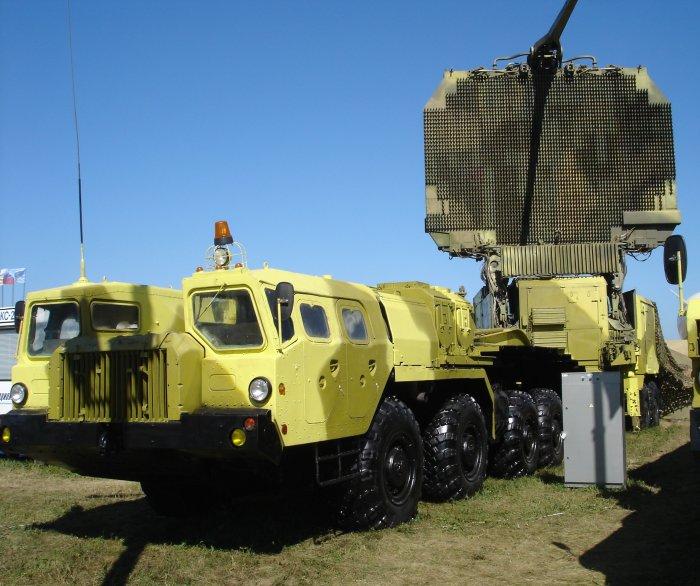 Радиолокатор зенитно-ракетного комплекса С-300 «Фаворит» на базе МАЗ-7410. | Фото: ru.wikipedia.org.