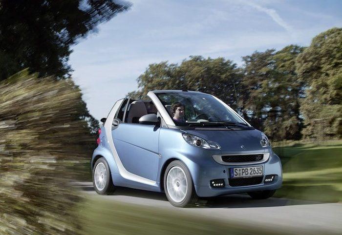 Купе и кабриолеты Smart ForTwo мало подходят для поездок в супермаркет. | Фото: cheatsheet.com.