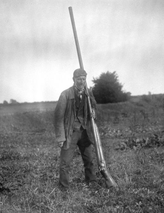 Американский охотник с крупнокалиберным ружьем «на уток», 1900-е годы. | Фото: upload.wikimedia.org.