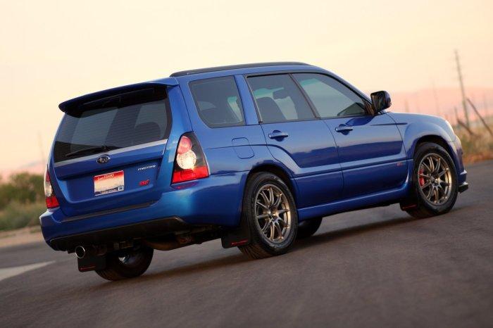 Subaru Forester 2.5 XT – кроссовер второго поколения, второе поколение.