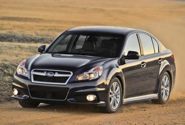 Черный Subaru Legacy 2013 модельного года. | Фото: cheatsheet.com.