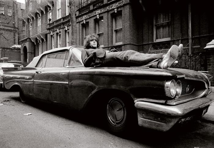 Огромный американский Pontiac в Британии оказался невостребованным. | Фото: theguardian.com.