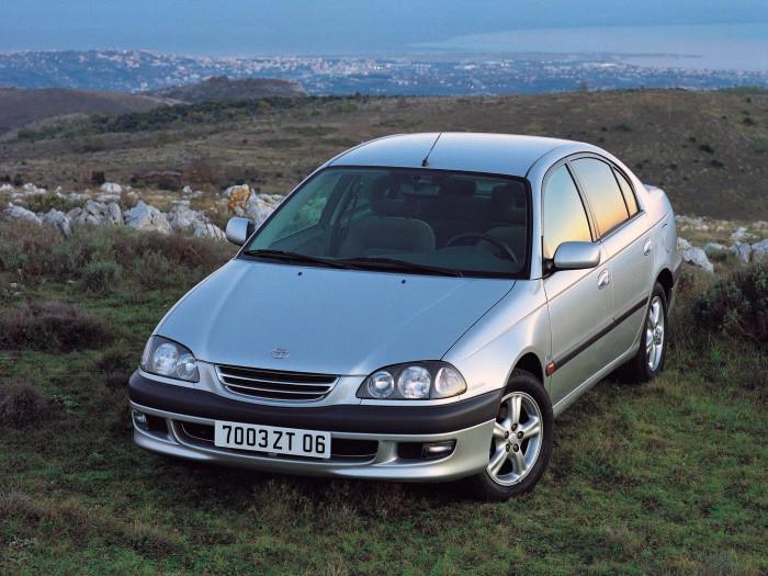 Первое поколение Toyota Avensis оснащалось сверхнадежным двигателем Toyota 3S-FE. | Фото: autoevolution.com.