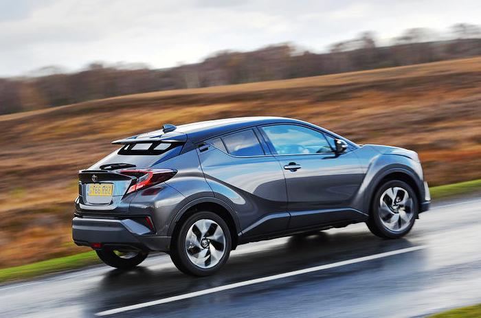Кроссовер Toyota C-HR комплектуется двумя моторами на выбор: слабеньким 1,2-литровым турбированным или 1,8 л гибридом. | Фото: autocar.co.uk.