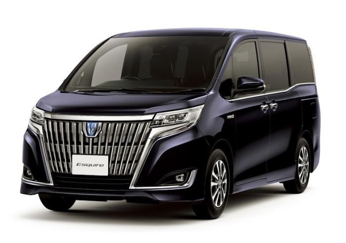 Большой японский минивэн Toyota Noah.   Фото: drive2.ru.