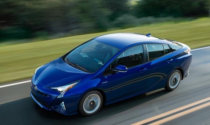 Гибридный хэтчбек Toyota Prius по-прежнему непобедим в рейтингах экономии топлива и надежности. | Фото: cheatsheet.com.