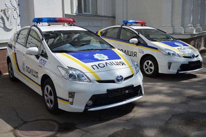 Гибридные Toyota Prius даже используются в полиции. | Фото: lexltd.com.ua.