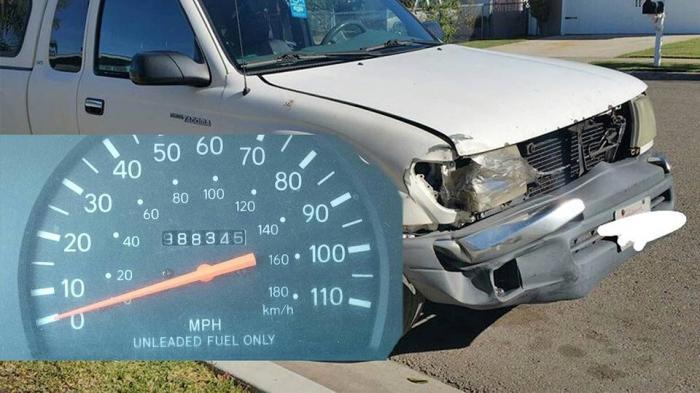Toyota Tacoma 2000 года с пробегом чуть менее миллиона миль.