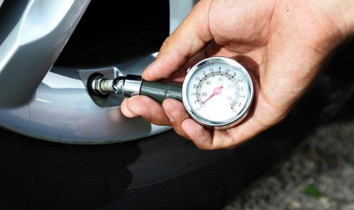 Проверяйте давление воздуха в колесах.